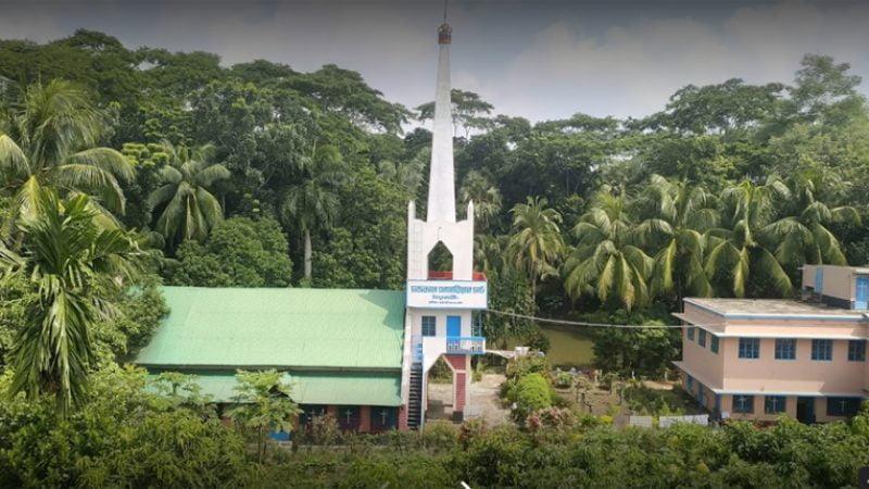 পিরোজপুরের প্রত্যন্ত গ্রামে মানবতার দেয়াল