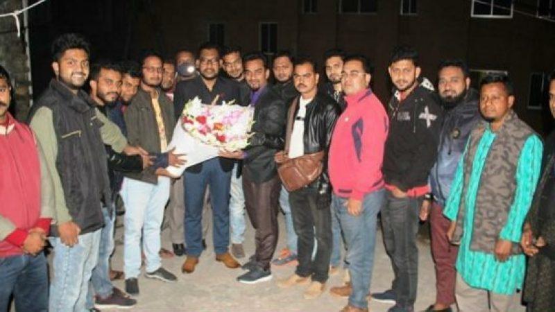 বরিশাল প্রেসক্লাব সম্পাদককে 'ক্রাইম নিউজ'র ফুলেল শুভেচ্ছা