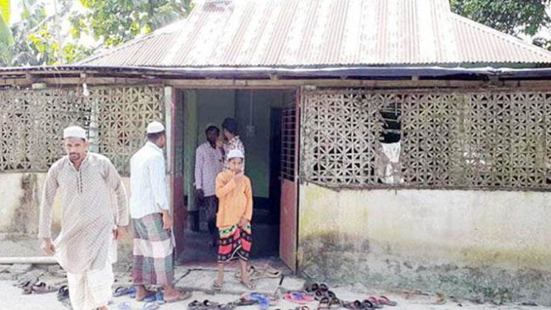 এই মসজিদে নামাজ পড়েন বাংলাদেশ-ভারত দুই দেশের মানুষ