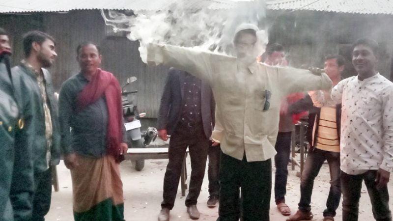 তজুমদ্দিনে বিএনপি নেতা মেজর হাফিজের কুশপুতুল দাহ