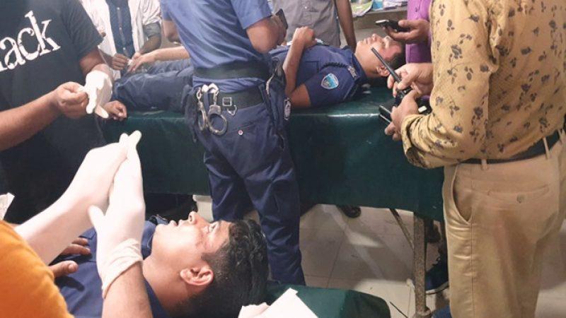 মাইক্রোবাসের এয়ার ফিল্টার বিস্ফোরণ, ৪ পুলিশ সদস্য আহত