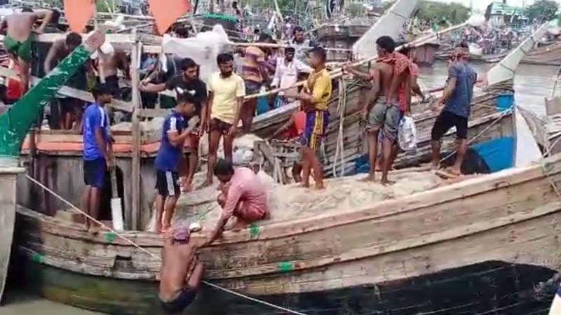 কলাপাড়ায় দু'গ্রুপ জেলের সংঘর্ষে আহত ১৫
